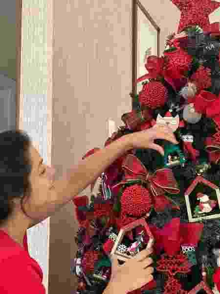 Thais Fersoza em clique montando árvore de Natal - Reprodução/Instagram