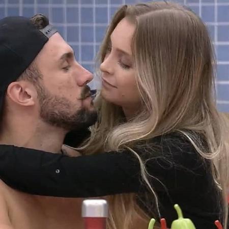 Carla e Arthur - Reprodução/Globo