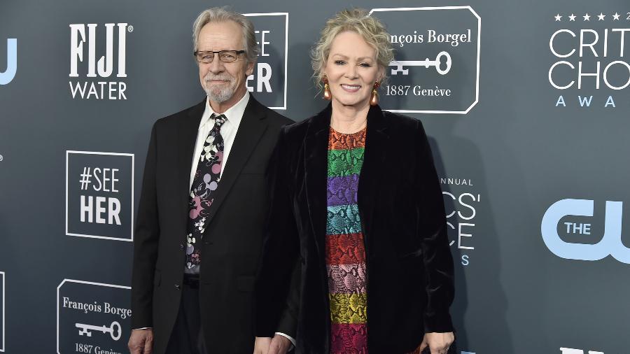 12.01.2020 - Richard Gilliland (à esq.) com a mulher, Jean Smart, no Critics Choice Awards - Patrick McMullan via Getty Images