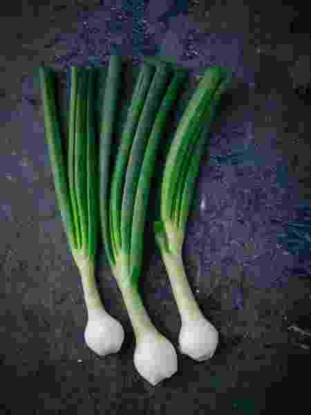 Cebolinha é item básico do cheiro-verde - RistoArnaudov/Getty Images - RistoArnaudov/Getty Images