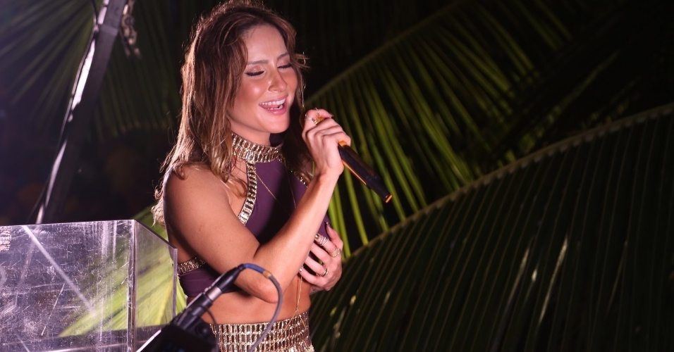 5.set.2015 - Claudia Leitte se apresenta no Sauípe Folia 2015, na Costa do Sauípe, na Bahia. Festival também contou com shows de Psirico e banda Eva na noite deste sábado.