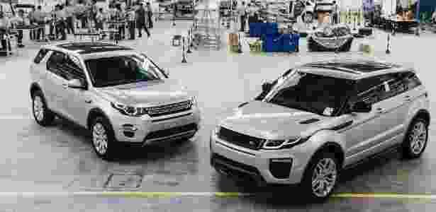 Eis a fábrica da Jaguar Land em Itatiaia: operários treinam para montar unidades de teste do Land Rover Discovery Sport (à esq.) e do novo Range Rover Evoque, já de cara nova - Divulgação