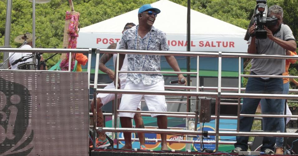 Sem Ivete Sangalo na festa, Márcio Victor agitou o Arrastão, que encerra oficialmente o Carnaval de Salvador nesta quarta-feira de cinzas