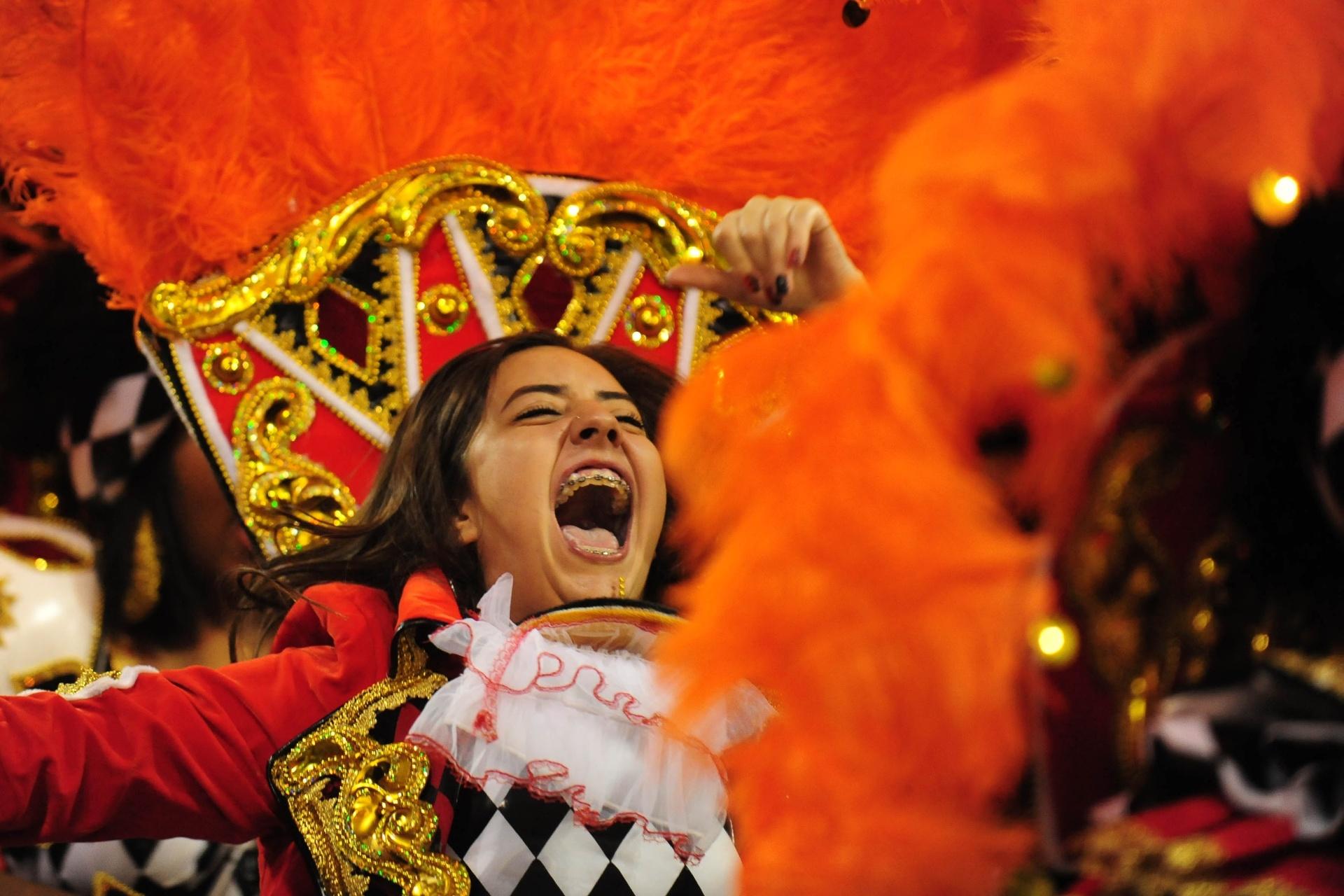13.fev.2016 - Mocidade Alegre homenageou o centenário do samba no desfile de 2016
