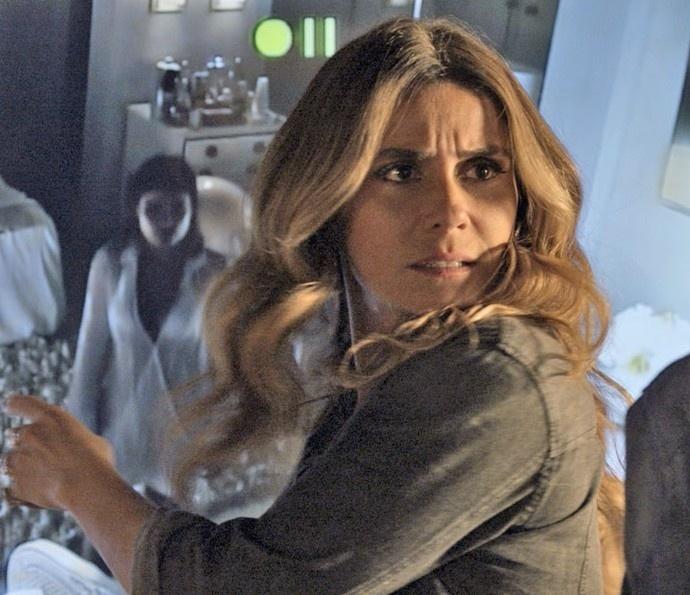 Atena (Giovanna Antonelli) descobre cativeiro em