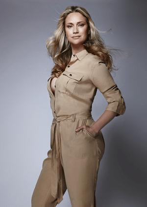 """Fabiana Saba volta ao mundo da moda como modelo """"curve"""" - Divulgação"""