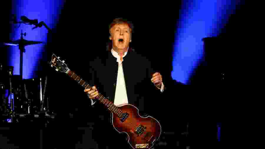 8.out.2016 - Paul McCartney se apresenta no segundo dia do festival Desert Trip, na Califórnia - Mario Anzuoni/Reuters