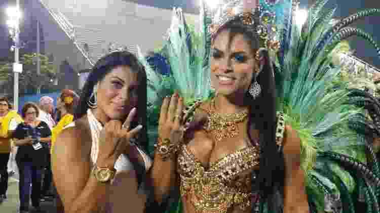 Luana Caetano e a musa da Rocinha Fran Petersen exibem aliança de noivado - Ana Cora Lima/UOL