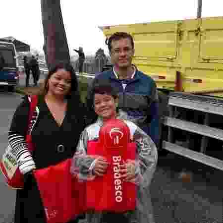 Claudia Nascimento, Robson Nascimento e o filho, Rafael Nascimento, 8, chegaram às 9h no Autódromo de Interlagos para a 3ª etapa da Old Stock Race e aproveitaram para curtir a programação da Viradinha Cultural - Renata Nogueira/UOL - Renata Nogueira/UOL