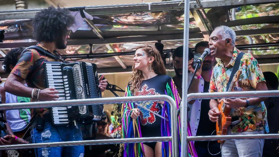 Gilberto Gil e Mariana Aydar levantam a multidão no centro de São Paulo, no bloco Forrozin, nesta segunda (12) - Edson Lopes Jr./UOL