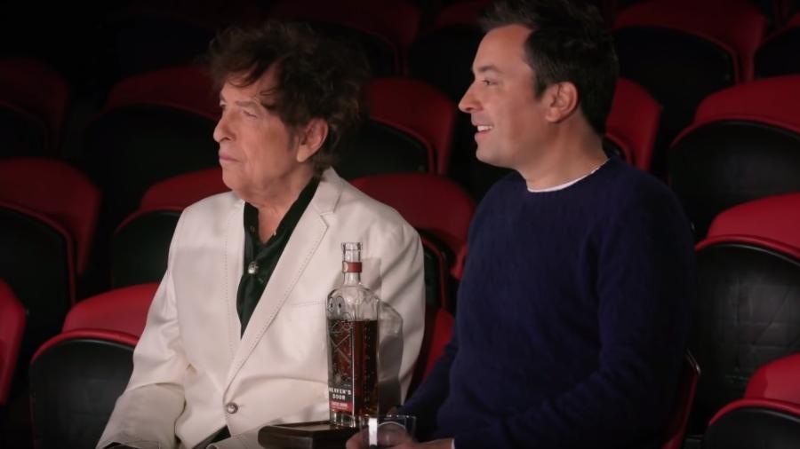 Bob Dylan e Jimmy Fallon em esquete para promover marca de uísque - Reprodução