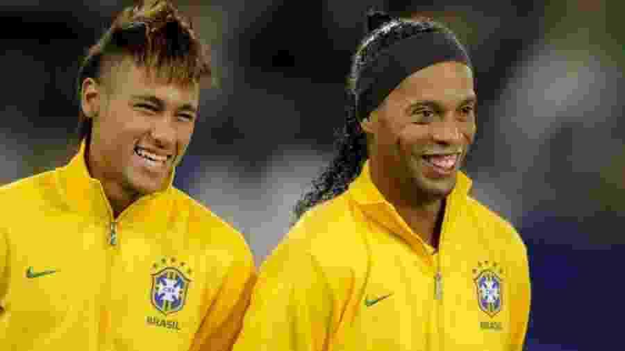 Neymar e Ronaldinho Gaúcho - FABRICE COFFRINI/AFP