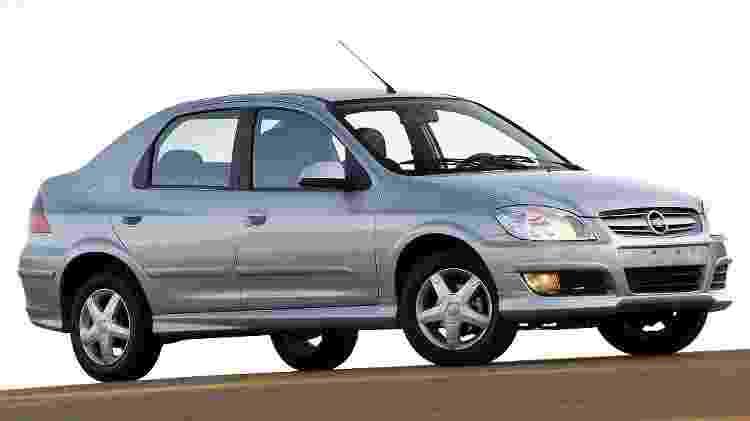 """Prisma surgiu em 2006 como o """"sedã do Celta""""; tinha visual inspirado no Vectra e cabine apertada - Divulgação"""