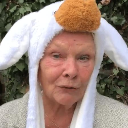 Judy Dench pede para as pessoas continuarem rindo - Reprodução/Twitter