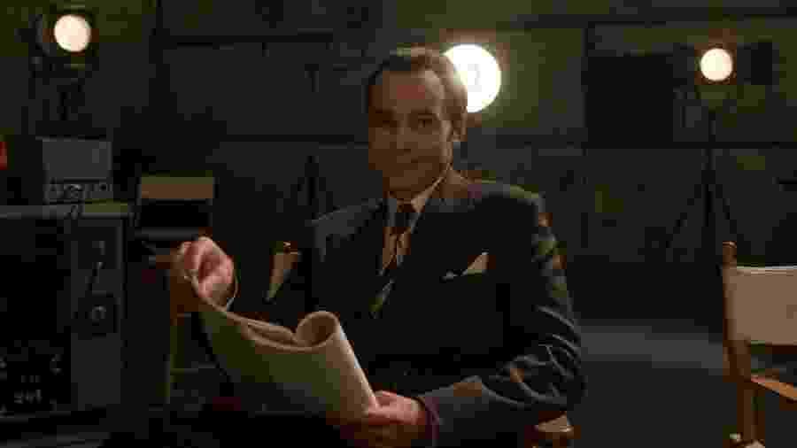 """Jim Parsons como o agente Henry Wilson na série """"Hollywood"""" - Divulgação"""