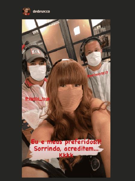 Deborah Secco tira selfie de máscara com equipe de 'Salve-se Quem Puder' - Reprodução/Instagram @dedesecco - Reprodução/Instagram @dedesecco