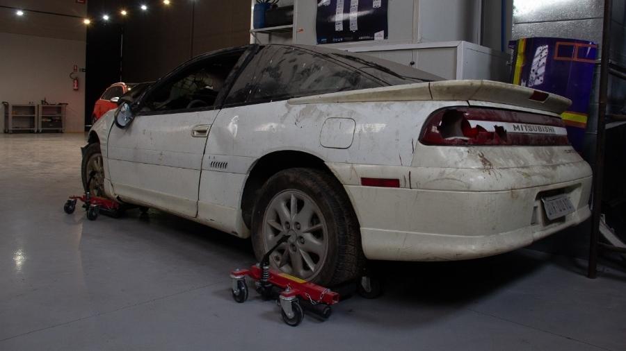 Mitsubishi Eclipse no qual o craque Dener Augusto de Sousa morreu em 1994 repousa há 6 meses na oficina onde voltará à vida - Arquivo pessoal