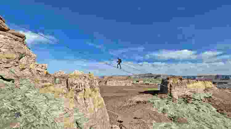 Um caminho para ficar a 120 metros de altura em pleno deserto - Aman/Divulgação - Aman/Divulgação