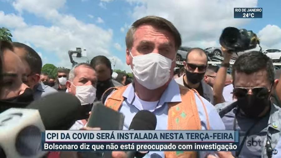 """Bolsonaro ouve a pergunta da repórter Driele Veiga, da TV Aratu, e diz: """"Você não tem o que perguntar, não? Deixa de ser idiota, pô"""" - Reprodução"""