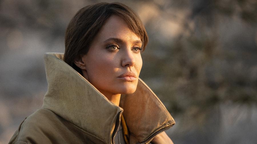 Angelina Jolie vive uma bombeira em Those Who Wish Me Dead - Divulgação