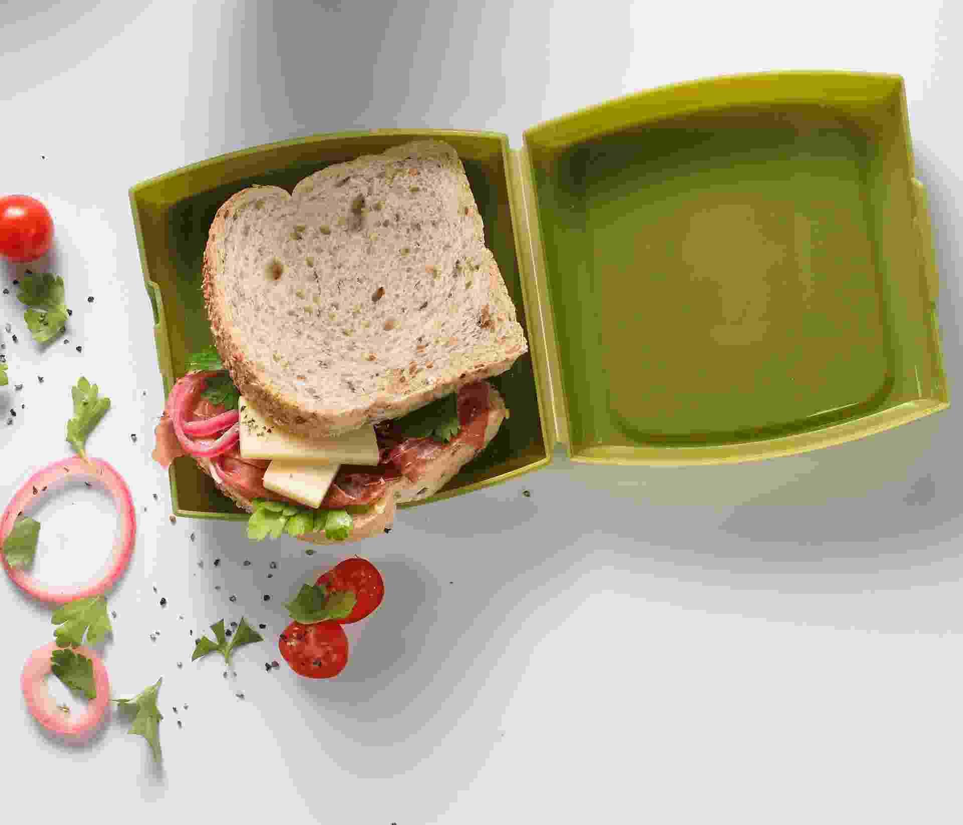 O porta-sanduíches da Trudeau é feito de polipropileno e tem tampa fixa. O objeto mede 14 cm x 14 cm e custa R$ 32,50, na Pepper (www.pepper.com.br) - Divulgação