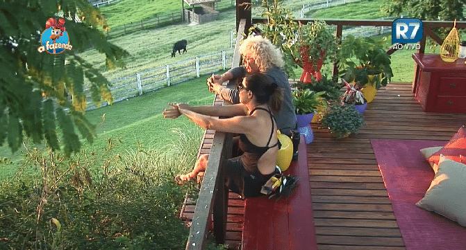 """06.out.2015 - Ovelha fala à Mara Maravilha sobre sua filha: """"Eu a amo, plenamente, de longe"""" - Reprodução/Record"""