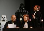 """Cinema em Paris promove julgamento de Darth Vader na première de """"O Despertar da Força"""" - AFP / THOMAS SAMSON"""