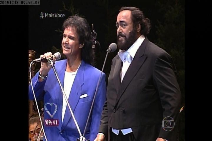 Roberto Carlos e Luciano Pavarotti cantam juntos em 1998