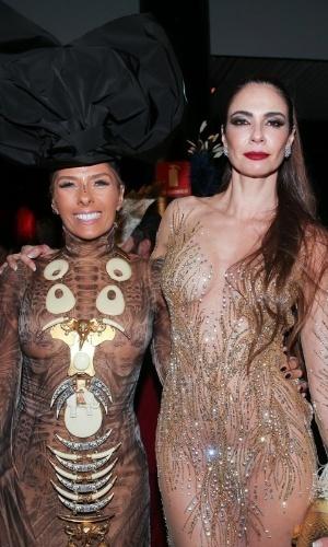 28.jan.2015 - Adriane Galisteu e Luciana Gimenez duaten o Baile da Vogue no Hotel Unique em São Paulo, na noite desta quinta-feira