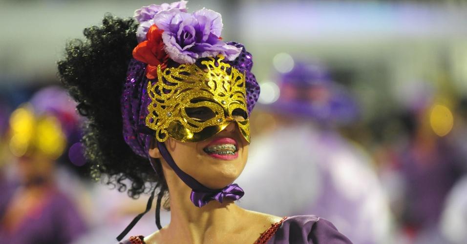 5.fev.2016 - Pérola Negra desfila na primeira noite do Carnaval de São Paulo