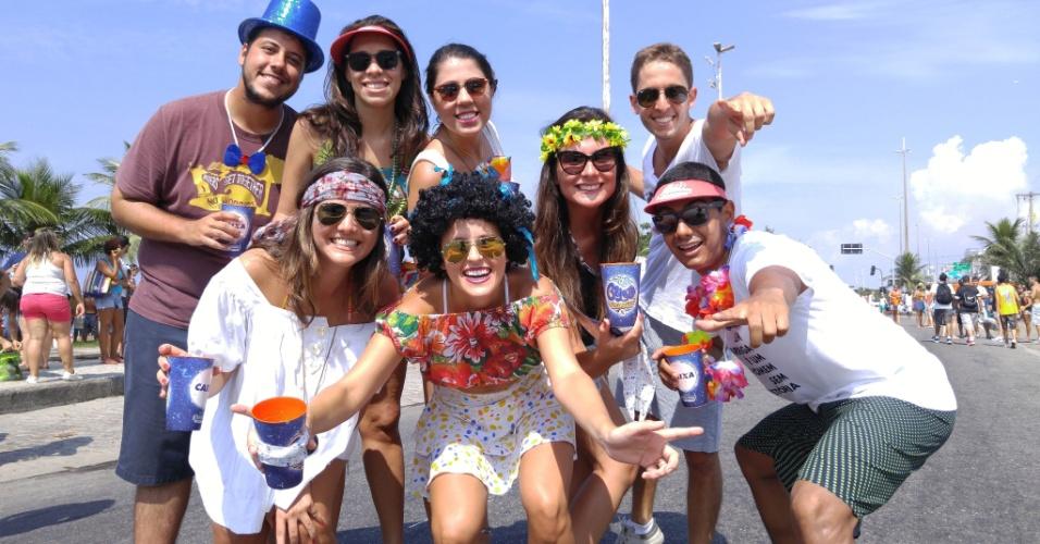 6.fev.2016 - Grupo de foliões se diverte durante desfile do Bloco Carrossel de Emoções, na Barra da Tijuca