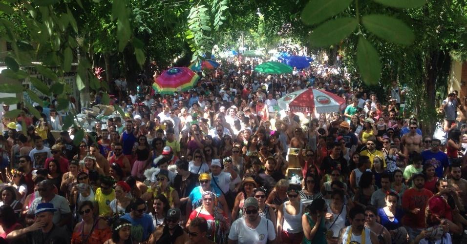 8.fev.2016 - Bloco Não Serve Mestre reúne cerca de 5 mil foliões na Vila Madalena, em São Paulo 8.fev.2016 - Bloco Não Serve Mestre reúne cerca de 4 mil foliões na Vila Madalena, em São Paulo