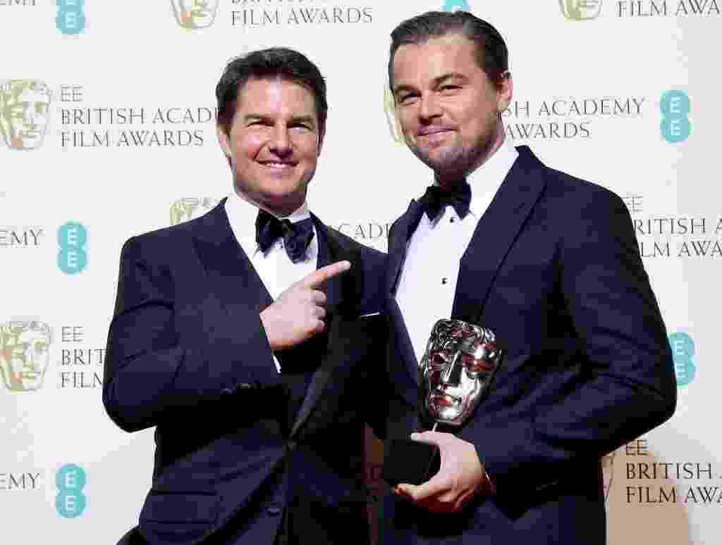 """Leonardo DiCaprio posa com Tom Cruise após vencer o BAFTA 2016 na categoria melhor ator pelo filme """"O Regresso"""" - EFE"""
