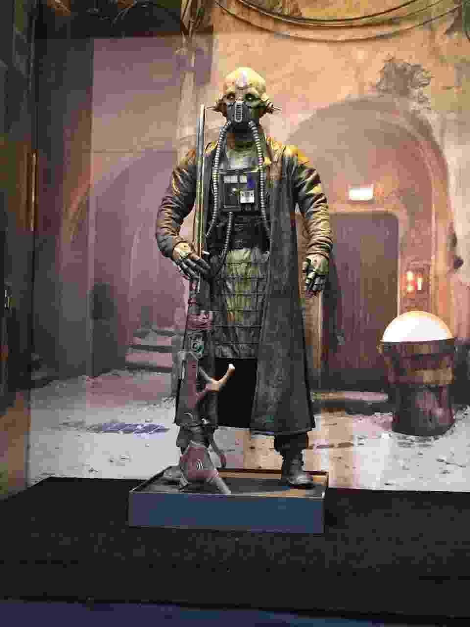 """20.jul.2016 - Edrio Two Tubes, novo personagem que será introduzido em """"Rogue One - Uma História Star Wars"""", foi apresentado pela primeira a San Diego Comic-Con 2016 - Felipe Branco Cruz /UOL"""