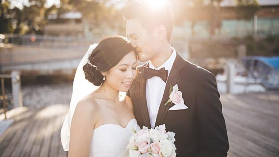 Na cerimônia de casamento, Timothy cantou uma música que compôs para a mulher, quando eles completaram dois meses juntos - Divulgação/Ann Marie Yuen
