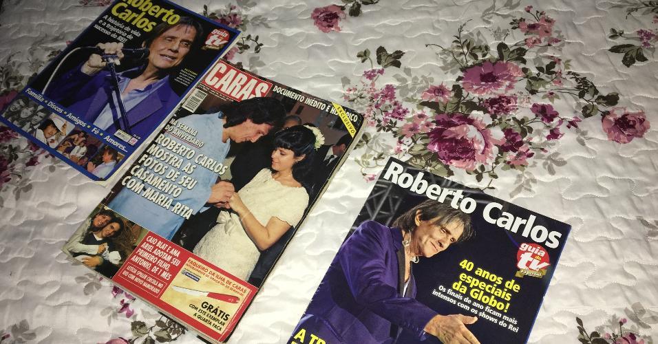 Fã de Roberto Carlos desde os cinco anos, Simone Oliveira coleciona revistas que traz o cantor na capa