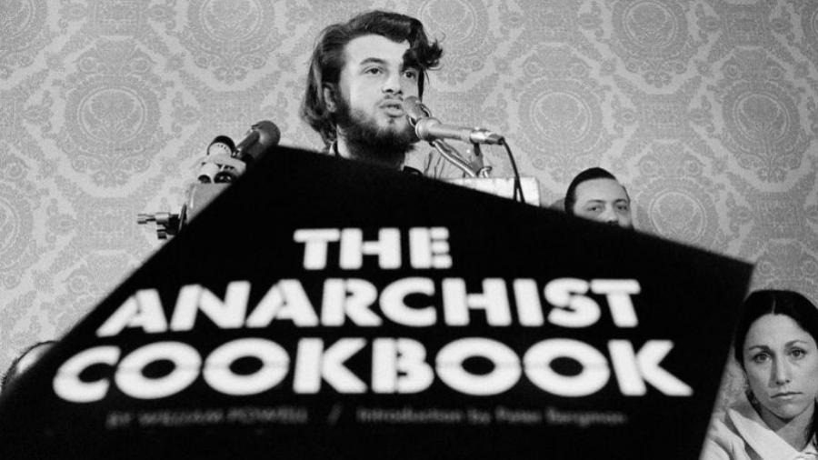 """William Powell no lançamento de """"O Livro de Receitas do Anarquista"""", em 1969 - Reprodução"""