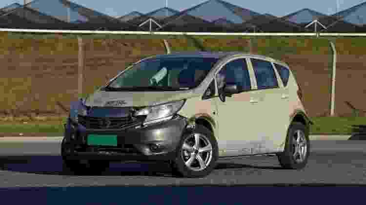 """Na primeira fase de desenvolvimento de um protótipo, fabricantes usam as chamadas """"mulas"""", que consistem na base do veículo definitivo com a carroceria de outro - Murilo Góes/UOL"""