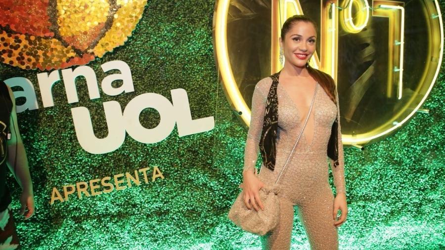A ex-BBB Maria Melilo foi sozinha ao camarote na Sapucaí - Gianne Carvalho/UOL