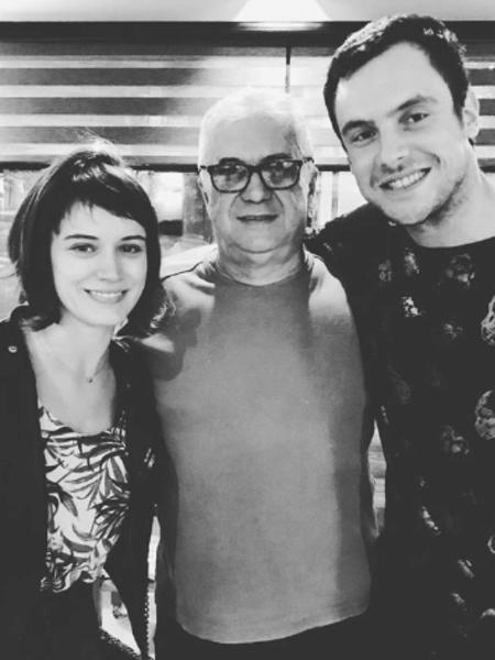 Sérgio Guizé e Bianca Bin com amigo em restaurante de São Paulo - Reprodução/Instagram