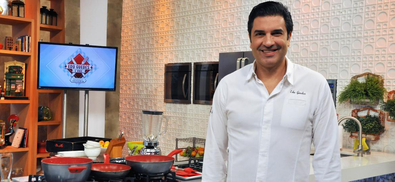 """No comando do """"Edu Guedes e Você"""", na Rede TV!, chef completa 24 anos apresentando quadros e programas de receitas - Divulgação/RedeTV!"""