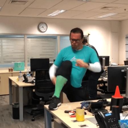 Fernando Rocha dança para comemorar o fim de semana - Reprodução/Instagram