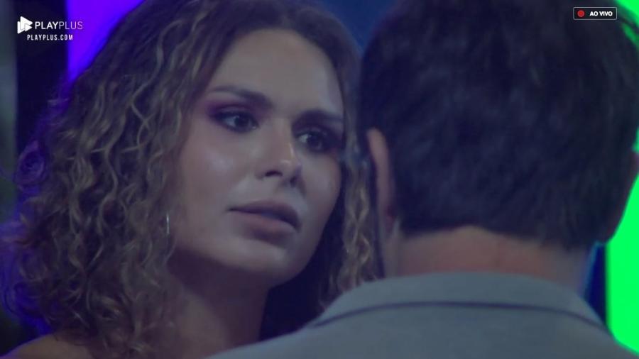 Fernanda Lacerda discute com Sandro Pedroso durante festa - Reprodução/PlayPlus