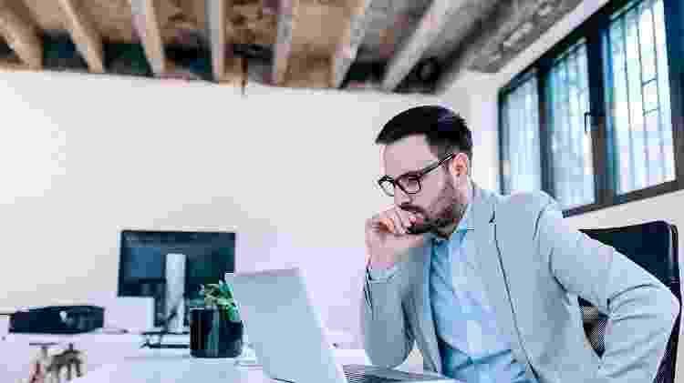O risco de infarto chega a ser 35% maior em pessoas que trabalham 60 horas por semana - iStock
