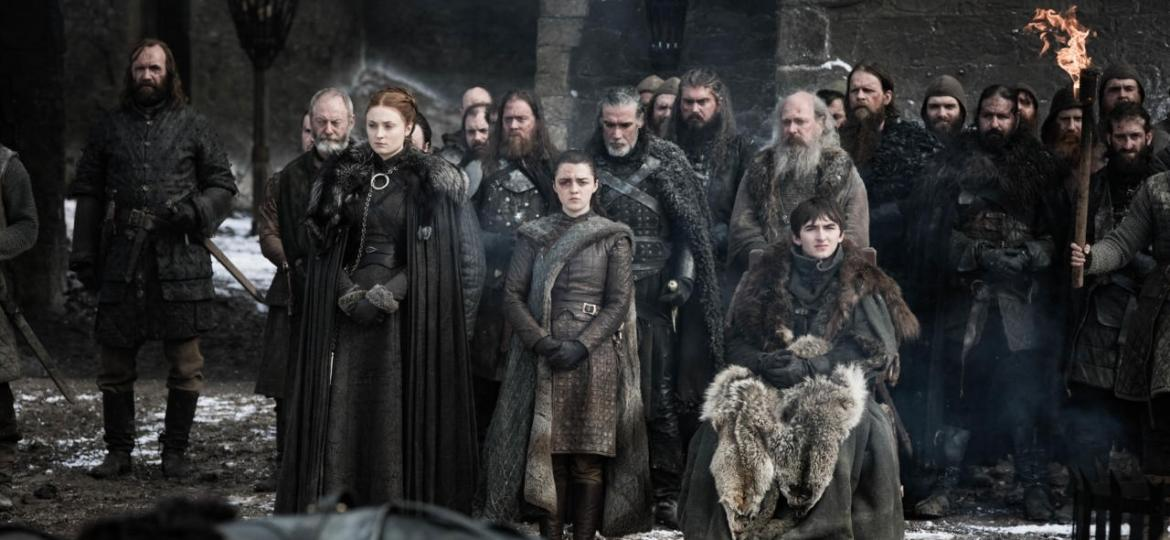"Sansa (Sophie Turner), Arya (Maisie Williams) e Bran (Isaac Hempstead-Wright) em cena do quarto episódio da oitava temporada de ""Game of Thrones"" - Divulgação"