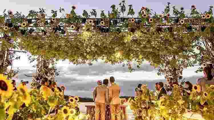 Carlinhos Maia e Lucas Guimarães se casaram à beira do rio São Francisco - Davi Nascimento/Instagram - Davi Nascimento/Instagram