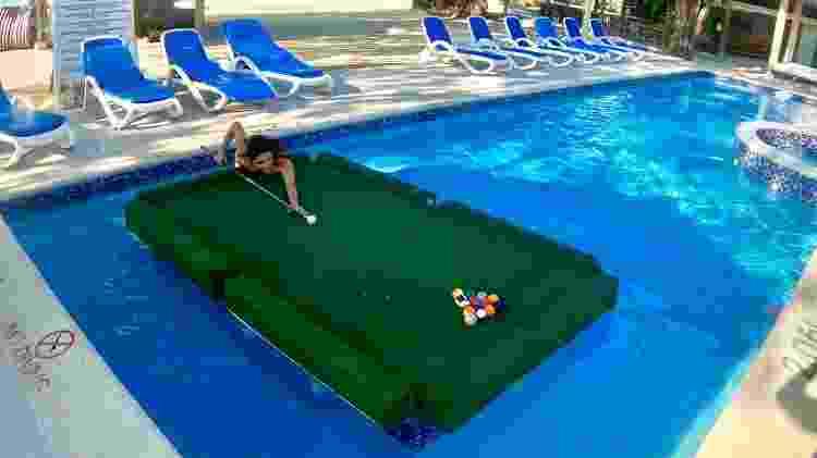 Peladão ou de roupa de banho, piscinas aceitam todo mundo e uma delas tem até mesa de sinuca - Andrea Miramontes - Andrea Miramontes