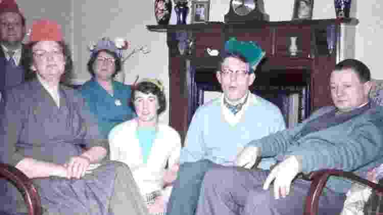 Underhill (de chapéu verde) diz que seus pais e irmãos não estavam cientes de sua orientação sexual - Stanley Underhill