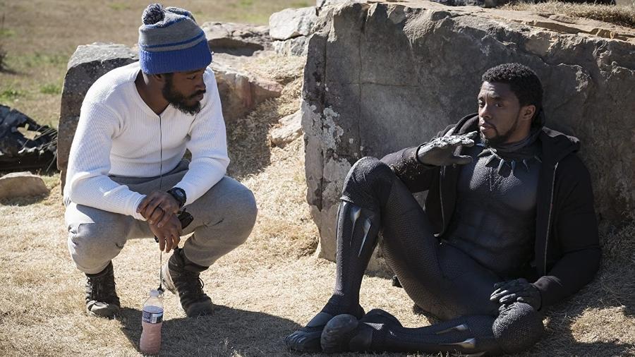 """Ryan Coogler e Chadwick Boseman durante gravações de """"Pantera Negra"""" - Reprodução/IMDB"""