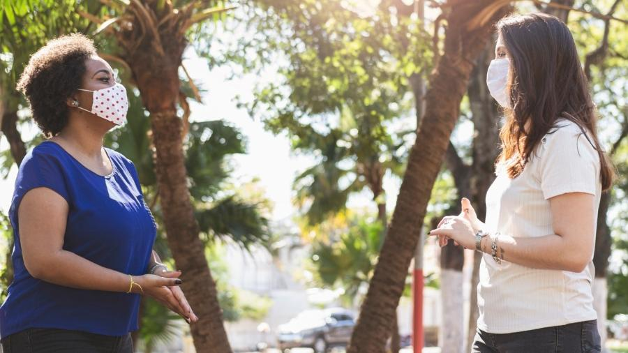 Mulheres conversando - wsfurlan/Getty Images/iStockphoto